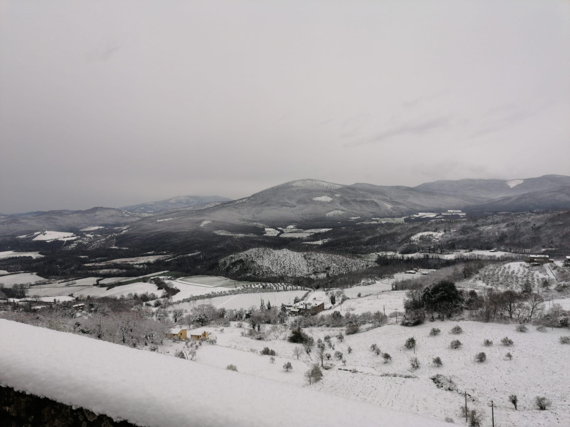 Nevicata sulle Colline Metallifere ripresa da Chiusdino